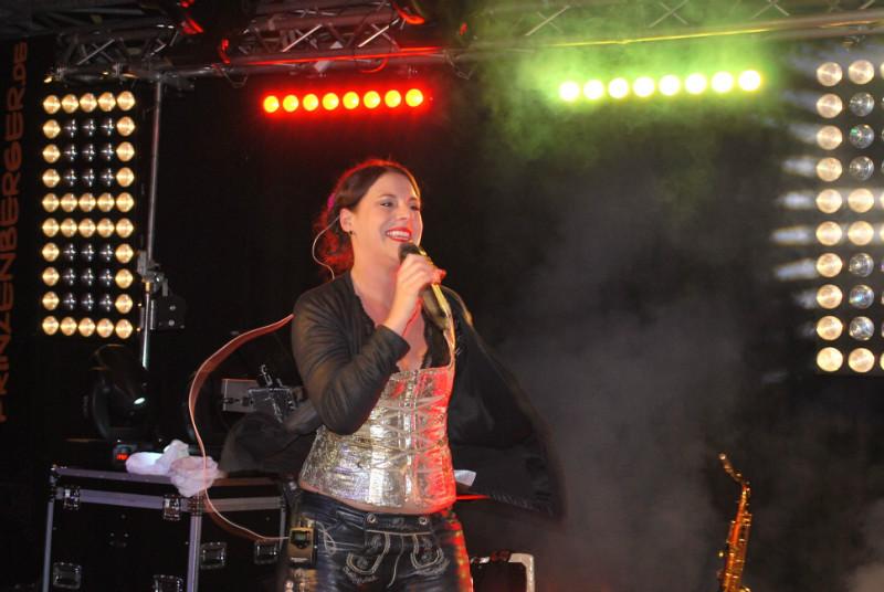 Ina Colada kam auch noch nach Zwickau...wir dachten, Sie schafft es nicht weil sie auch noch einen Auftritt im Saarland hatte aber sie heizte dann doch noch zu sehr später Stunde ein und gab den Abschluss der tollen Malle-Party!