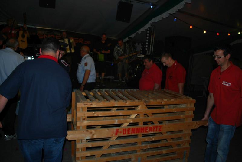 Einmarsch der Feuerwehr mit bedrohlichem Käfig! ;)