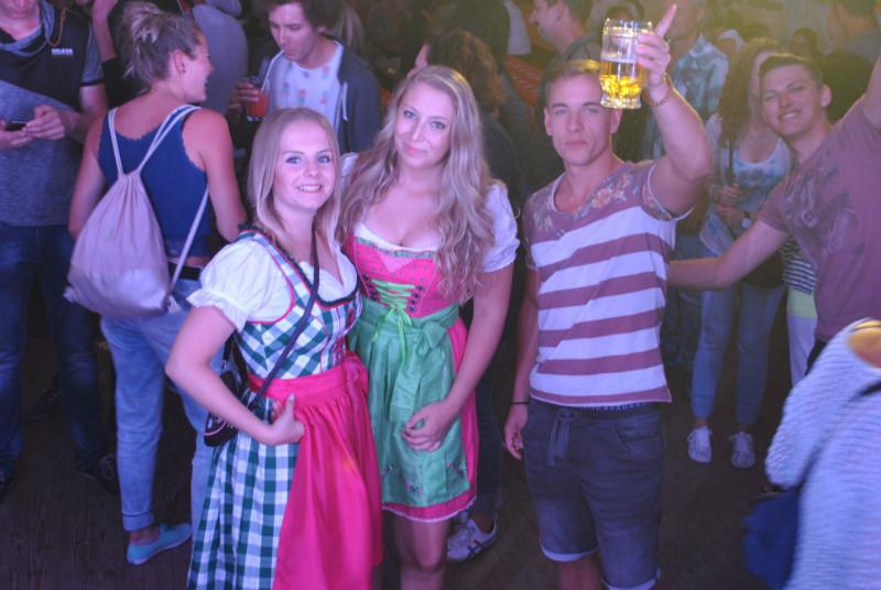 Scheene Dirndl waren a da! :)