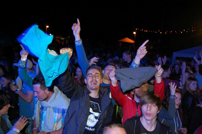 Put your Schlüpfer in the air! :) Damenslips sind uns eigentlich lieber aber besser als nix! ;) :D