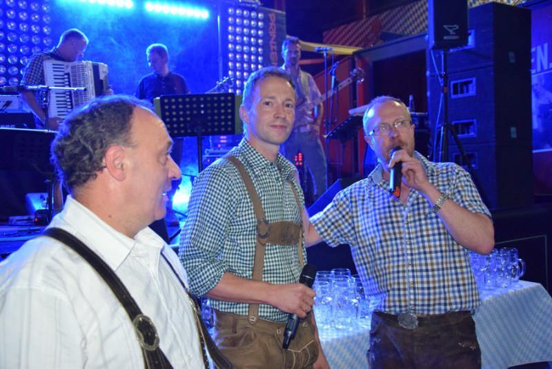 Die Eröffnung durch festwirt Heiko, DJ Seppl Marco und Klaus vom Heiteren Blick, der fürs kulinarische zuständig war...